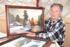 85-річний художник-самоучка  мріє навесні намалювати правнуків  під квітучою калиною