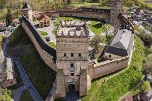 Зеленський у Луцькому замку порівняв малюнок з реальністю