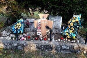 На місці зруйнованого українського меморіалу в Польщі встановили хрест