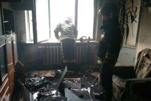 Рівненські пожежники врятували із задимленої квартири чоловіка та кота