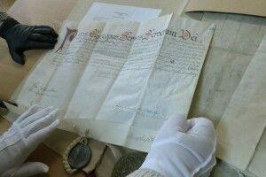 Повторення немає в світі: Волинський архів оцифрував цінні документи на пергаменті (Відео)