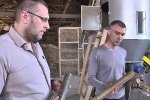 Лучанин будує будинки із соломи (Фото)