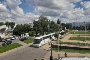 Під Волинську ОДА перевізники підігнали автобуси і вимагають відновити міжобласні рейси