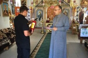 На Волині рятувальники дбають за безпеку храмів напередодні релігійного свята Дня Святої Трійці