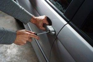 Поліцейські шукають власників викрадених з автомобілів речей