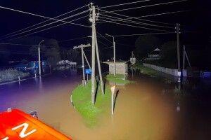 Стихія на Рівненщині: 28 сіл без світла, затоплені будинки і дерева на дорогах (Фото)