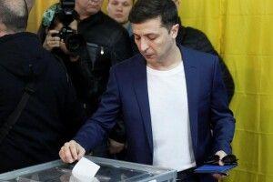 Зеленський наївся яєчні, приїхав на виборчу дільницю і проголосував за Зеленського (фото)