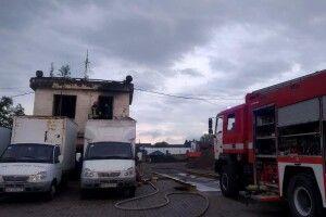 Рівненські рятувальники винесли газовий балон з палаючого приміщення