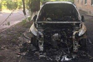 У ніч на неділю в Києві підпалили припаркований біля під'їзду автомобіль головного редактора телеканалу TVi Володимира Єгорова