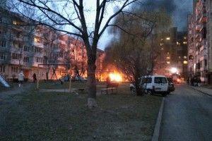 На Гулака-Артемовського в Луцьку горить автомобіль (фото)