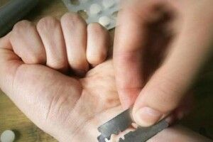 28-річний волинянин порізав собі вени біля відділку поліції
