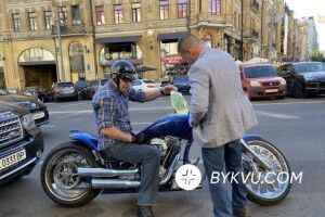 Що зробив Віталій Кличко, коли вйого мотоциклі закінчився бензин