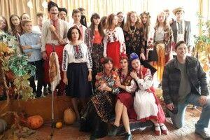 У Волинському селі на святковому ярмарку американець став козаком із прізвиськом Жердина Перебийколіна