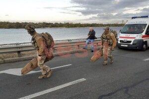 Чоловіка, який погрожував підірвати Міст метро, нарешті затримали