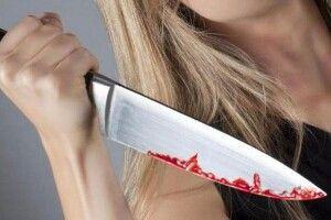 «Реанімацію тобі, а не чужі спідниці!»: у Великих Цепцевичах жінка чистила картоплю, приревнувала чоловіка й штрикнула його ножем у печінку