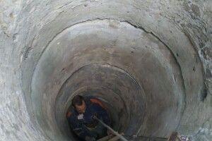Бійці ДСНС витягнули чоловіка з 17-метрового колодязя