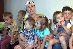 Мати одночасно похрестила 8 синів та доньок
