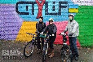 Краще об'їздити всю Україну велосипедом, аніж раз нарік полетіти закордон