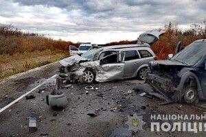 В автотрощі на Рівненщині легковик влетів у бус (Фото)