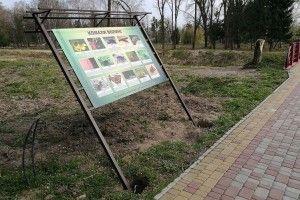 У луцькому парку імені Лесі Українки доповнюють інформаційні стенди