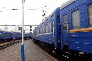 Негода затримала два волинських потяги