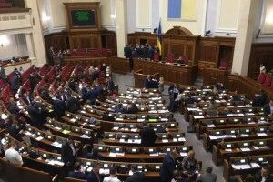 Ігор Гузь та Ірина Констанкевич не підтримали суперечливий закон про освіту, а  Вячеслав Рубльов прогуляв засідання