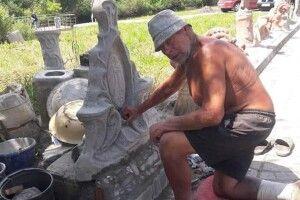 Волинський скульптор облаштовує «Галерейну набережну» у Луцьку (Фото, відео)