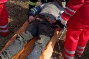 Діти врятували безхатька, який застряг у каналізаційному люку