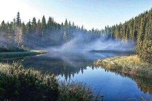 З озера Берестуватого, яке немає дна, іноді чути голоси істогони потопельників