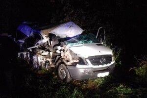 На Рівненщині сталась смертельна аварія: зіткнулися мікроавтобус і вантажівка (Фото)