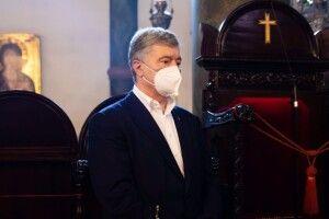 Петро Порошенко взяв участь у Божественній літургії, яку очолює Вселенський Патріарх Варфоломій (Фото)