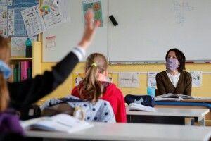 На Волині коронавірус виявили у понад сотні вчителів