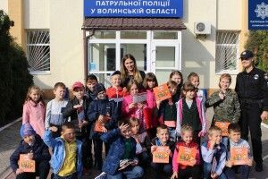 Школярі взяли в облогу Управління патрульної поліції у Волинській області (фото)