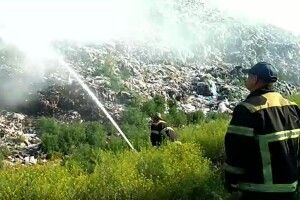 Рятувальники боролися із вогнем на міському сміттєзвалищі