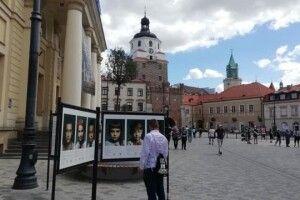 У Любліні --  фотовиставка з портретами дітей загиблих воїнів України