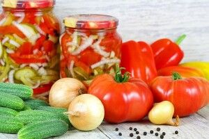 Українці встановили рекорд з наминання імортних помідорів, цибулі, перцю та огірків
