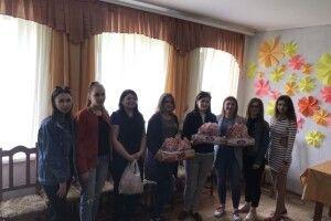 Студенти з подарунками і посмішками поїхали до особливих діток