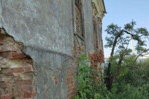 На Горохівщині руйнується приміщення колишньої митниці (Фото)