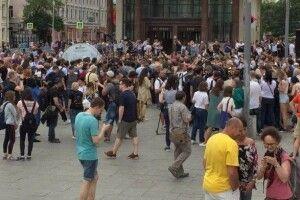 На мітингу в Москві затримали понад 200 осіб