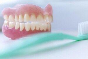 79-річна волинянка заявила в поліцію, що в неї вкрали… зубні протези