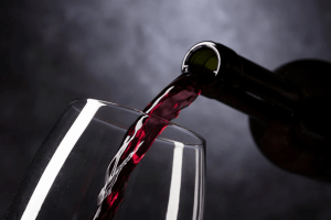 Українці можуть залишитися без вина і шампанського на Новий рік: дефіцит загрожує всьому світу
