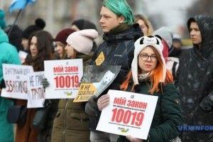 Українців закликали зняти шуби назавжди