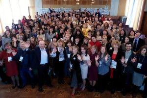 Учителька із Деревка зібрала у Луцьку 170 учителів з усіх куточків України