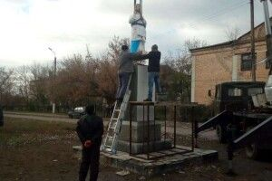 На Запоріжжі на постамент Леніна поставили скульптуру Христа