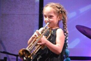 Дівчинка потрапила в Національний реєстр рекордів України, як наймолодша виконавиця джазу