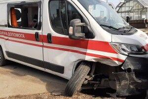 Між селами Моквин і Хотин трактор-косарка не розминувся з каретою «швидкої допомоги»