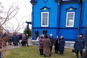 Побійтеся Бога! У селі Сусваль священник УПЦ (МП) не пустив похоронну процесію у храм