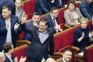 Зустріли зобіймами: ґвалтівник Іванісов повернувся уВерховну Раду!