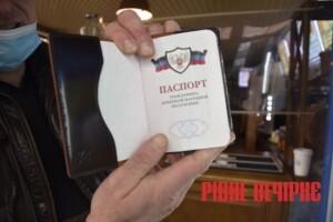 У Рівному чоловік розмахував «паспортом» «ДНР»