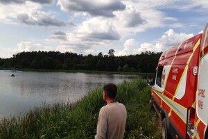 У Києві «кукурудзник» здійснив аварійну посадку на воду (фото)